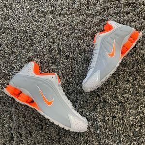 NWT Nike Shox R4